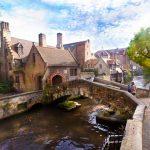 Lago del amor y puente de San Bonifacio en Brujas, Bélgica